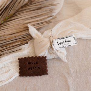 biscuits personnalisés en furoshiki latte providencia bali cadeau invité mariage