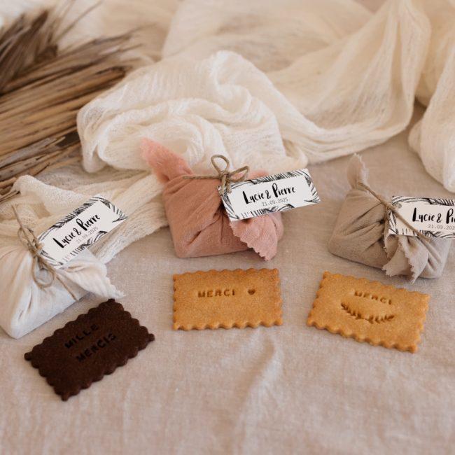 biscuits personnalisés en furoshiki providencia bali trio cadeau invité mariage