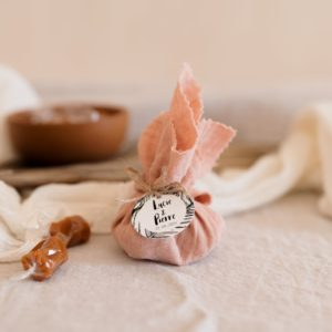 aumonière caramels bali nude cadeau personnalisé mariage