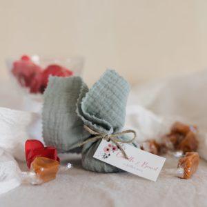 aumônière de caramels amandier étiquette rectangle bloom cadeau personnalisé mariage