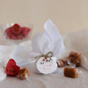 aumônière de caramels blanc étiquette ronde bloom cadeau personnalisé mariage