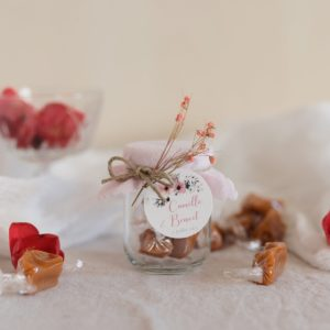 pot de caramels rose clair étiquette ronde bloom cadeau personnalisé mariage