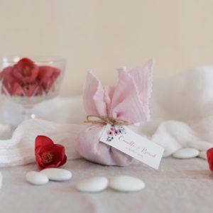 aumônière de dragées rose clair étiquette rectangle bloom cadeau personnalisé mariage