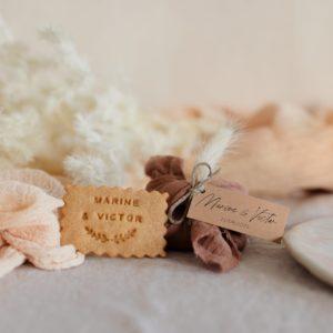 biscuits personnalisés en furoshiki terracotta providencia boheme cadeau invité mariage