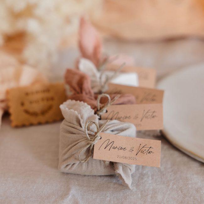 biscuits personnalisés en furoshiki providencia collection boheme cadeau invité mariage
