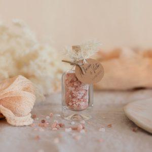 flacon de sel rose himalaya étiquette ronde boheme cadeau personnalisé mariage