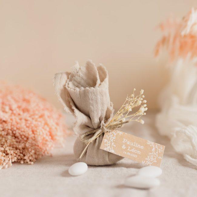 aumônière de dragées sable étiquette rectangle champêtre cadeau personnalisé mariage