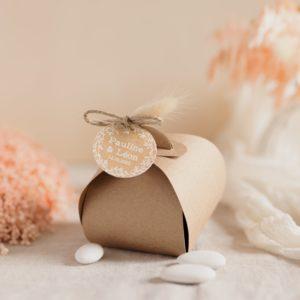 boite de dragées en papier kraft étiquette ronde champêtre cadeau personnalisé mariage