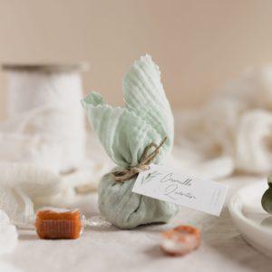 aumônière de caramels vertdeau étiquette rectangle garrigues cadeau personnalisé mariage