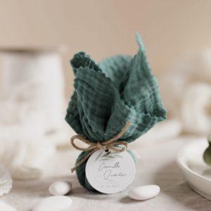aumônière de dragées celadon étiquette ronde garrigues cadeau personnalisé mariage