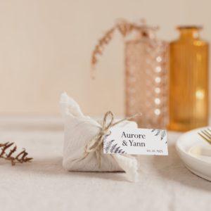biscuits personnalisés en furoshiki blanc providencia nature cadeau invité mariage