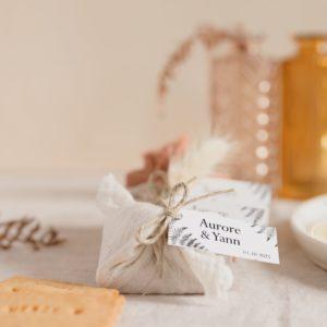 biscuits personnalisés en furoshiki providencia collection nature cadeau invité mariage