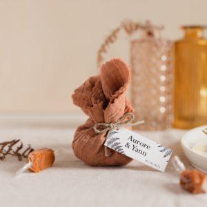 aumônière de caramels terracotta étiquette rectangle nature cadeau personnalisé mariage