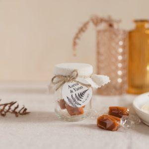 pot caramels blanc étiquette ronde nature cadeau personnalisé mariage