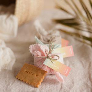biscuits personnalisés en furoshiki providencia collection sunset cadeau invité mariage