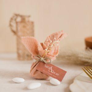 aumônière de dragées nude étiquette rectangle terracotta cadeau personnalisé mariage