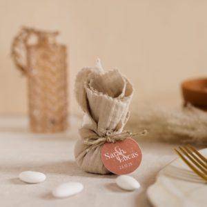aumônière de dragées sable étiquette ronde terracotta cadeau personnalisé mariage