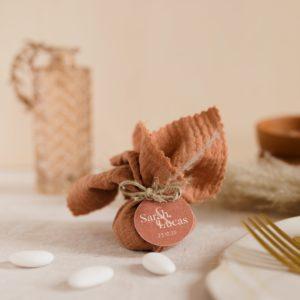 aumônière de dragées terracotta étiquette ronde terracotta cadeau personnalisé mariage
